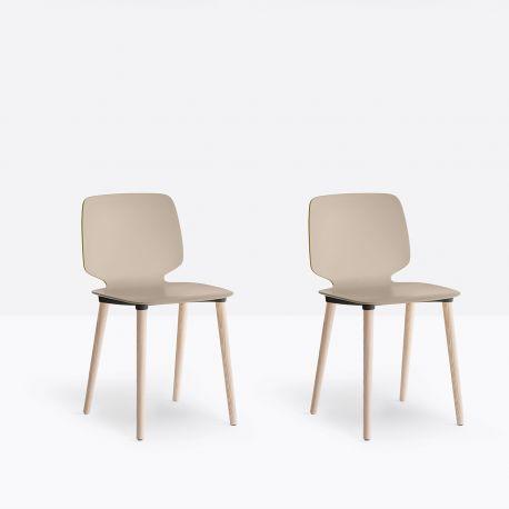 Lot de deux chaises Babila 2750, pieds bois, Pedrali sable