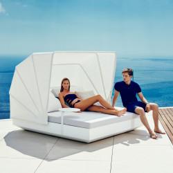 Bain de soleil double Vela Daybed, avec parasol, 2 dossiers inclinables, coussin Silvertex blanc, Vondom